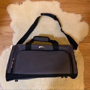 Travel Gear Gray Heavy Duty Duffle/Travel Bag EUC